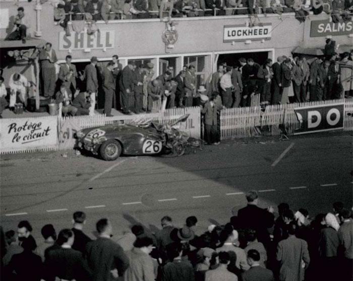 इस घटना के बाद मर्सीडिज ने खुद को मोटर रेसिंग से अलग कर लिया. फिर 1985 में वो लौटा, मगर बस ईंजन सप्लायर बनकर (फोटो: AP)