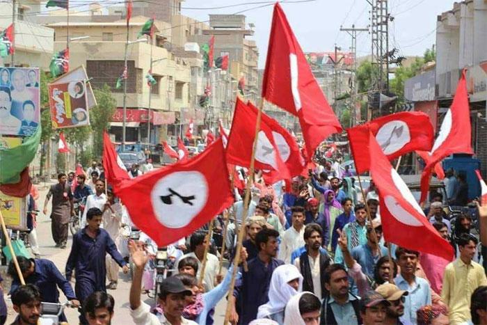 ये जुलाई 2018 की तस्वीर है. पाकिस्तान के सिंध इलाके में लोग हुकूमत के खिलाफ सड़कों पर उतरे. सिंधी अलग सिंधुदेश की मांग कर रहे हैं. ऐसे ही बलोचों की भी मांग है. एक पंजाब छोड़कर कोई भी प्रांत ऐसा नहीं, जो पाकिस्तान के साथ रहना चाहता हो (फोटो: The Lallantop)