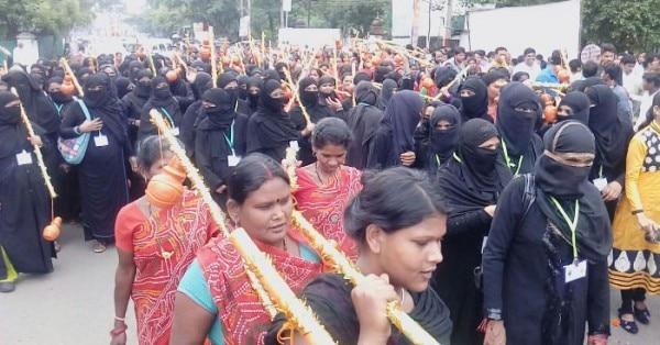 हिंदू-मुस्लिम सब साथ में कावड़ यात्रा निकालते हुए. (फोटो-पत्रिका)