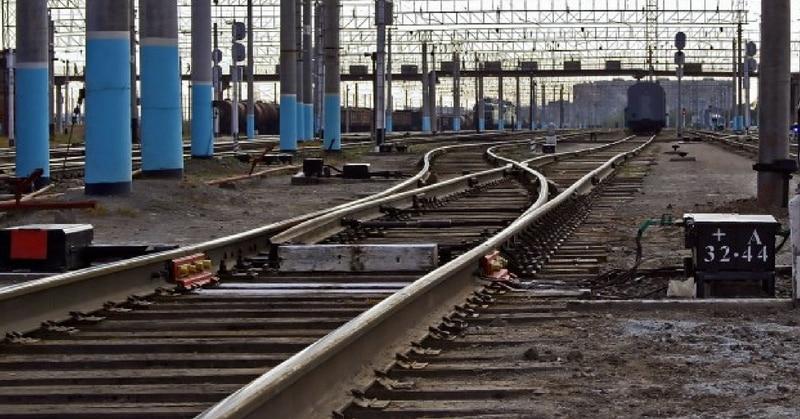 एक्सप्रेस ट्रेन अप-लाइन पर आनी थी, जबकि वो डाउन-लाइन पर आ रही थी (सांकेतिक चित्र - fima.lt)