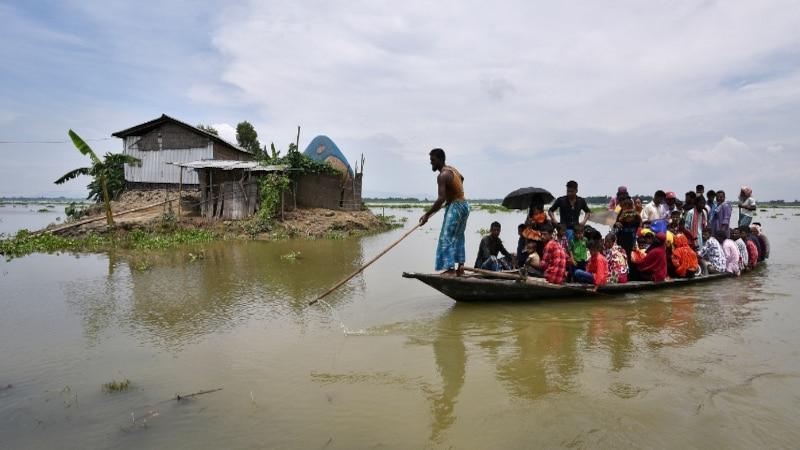 केरल के बाद देश के इन तीन राज्यों में तबाही मचा रही है बाढ़