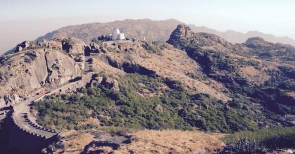 गुरुशिखर (तस्वीर - http://www.traveldglobe.com)