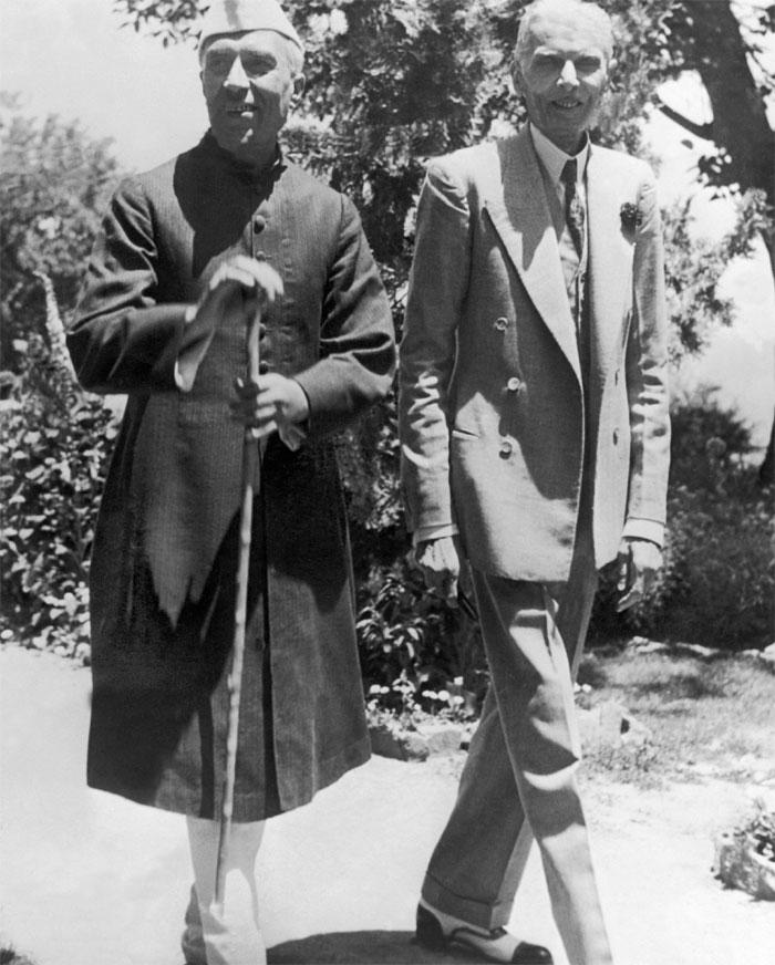 जिन्ना चाहते थे कि नेहरू और माउंटबेटन कश्मीर के विवाद को सुलझाने लाहौर आएं. नेहरू इसके लिए तैयार भी थे. उनका कहना था कि अगर बातचीत के रास्ते समस्या सुलझाने की कोशिश करने में हर्ज ही क्या है. मगर पटेल इसके लिए राजी नहीं थे. उनका कहना था कि गलती पाकिस्तान ने की है, तो उसे ही आना चाहिए (फोटो: Getty)