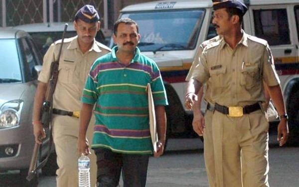 साध्वी प्रज्ञा की गिरफ्तारी के बाद कर्नल पुरोहित का नाम सामने आया और पुरोहित गिरफ्तार हो गए.