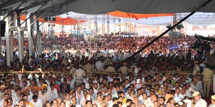 नरेंद्र मोदी की सांपला रैली में भीड़ उतनी नहीं जुटी जितनी उम्मीद की जा रही थी. साथ ही, हूटिंग आदि की घटनाएं भी देखने को मिलीं.