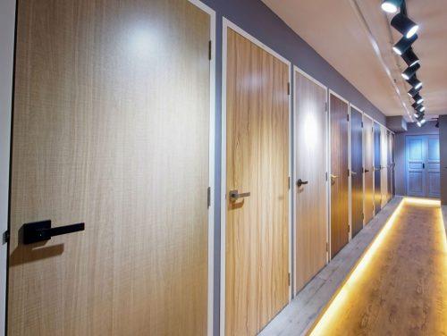 मेलामाइन की फिनिशिंग वाले दरवाज़े