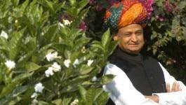 अशोक गहलोत : एक जादूगर जिसने बाइक बेचकर चुनाव लड़ा और बना राजस्थान का मुख्यमंत्री