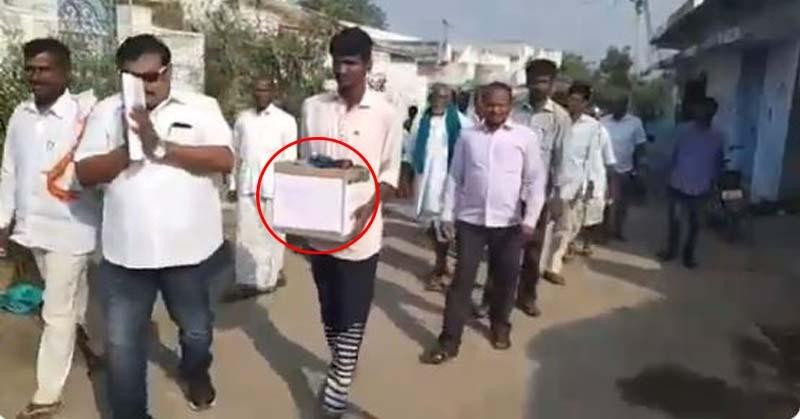 तेलंगाना के इस कैंडिडेट ने वोटर्स को दिया ऐसा ऑफर कि सब सोच में पड़ गए