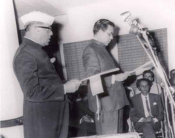 इंदिरा का आदेश हुआ और प्रकाश चंद सेठी मध्यप्रदेश के मुख्यमंत्री बन गए.