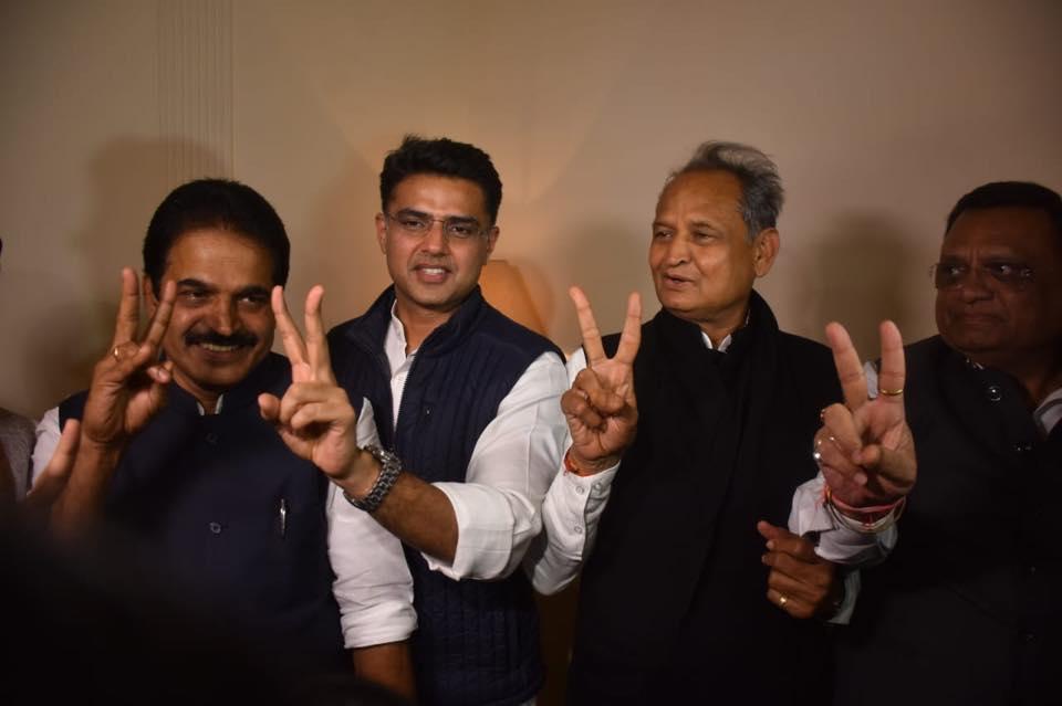 कांग्रेस के केन्द्रीय परिवेक्षक केसी वेणुगोपाल, सचिन पायलट और अशोक गहलोत(बाएं से दाएं)