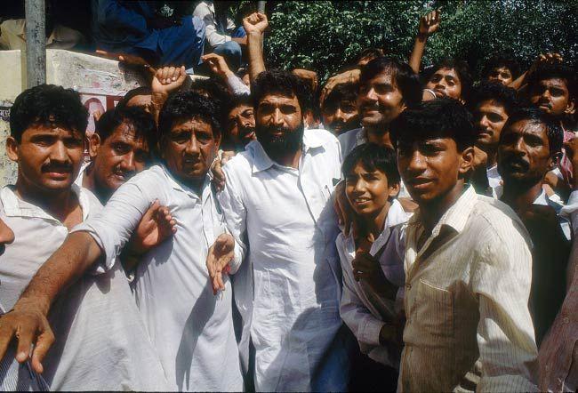 1990 में घर के बाहर प्रदर्शन करते सज्जन कुमार