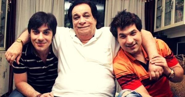 अपने दो बेटों के साथ कादर खान.