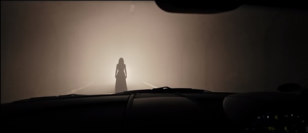 कार के आगे भूत.