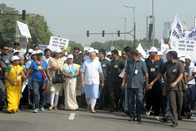 2 अक्टूबर 2014. नरेंद्र मोदी ने राजपथ से स्वच्छ भारत मिशन की शुरुआत की थी. इसके तहत भारत को अक्टूबर 2019 तक खुले में शौच मुक्त करना था.