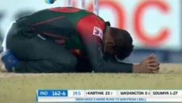 दिनेश कार्तिक ने  8 गेंदों पर 29 रन कूटे और पूरा प्रेमदासा स्टेडियम नागिन डांस करने लगा