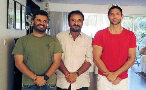 'सुपर 30' के डायरेक्टर विकास बहल, आनंद कुमार और ऋतिक रोशन. (बाएं से दाएं)