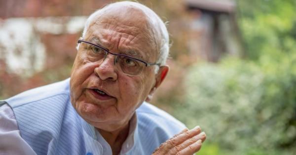 जम्मू-कश्मीर के पूर्व मुख्यमंत्री हैं फारूख अब्दुल्ला. हिरासत में हैं.