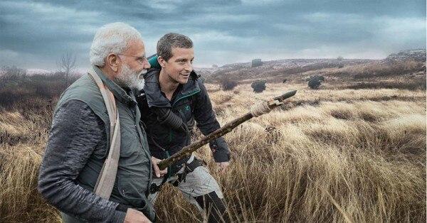 12 अगस्त को आए 'मैन वर्सेज़ वाइल्ड' के एपिसोड में बेअर ग्रिल्स के साथ प्रधानमंत्री मोदी भी नज़र आए. इसकी शूटिंग उत्तराखंड के जिम कॉर्बेट नैशनल पार्क में हुई (फोटो: डिस्कवरी चैनल)