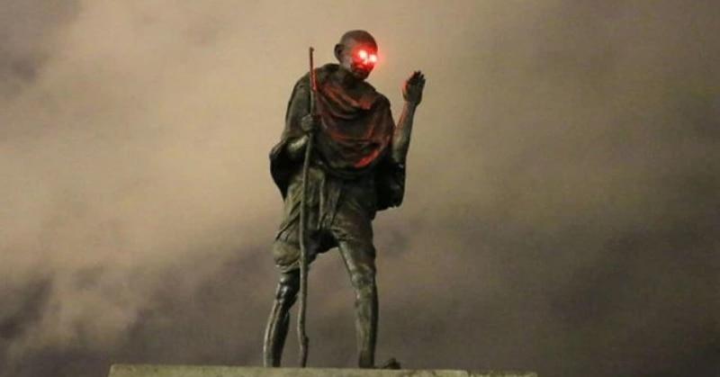 महात्मा गांधी की इस मूर्ति की आंखें लाल क्यों हो गईं?