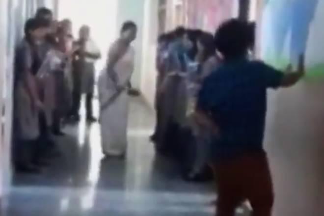 2018, हैदराबाद का गौतम मॉडल स्कूल. टीचर ने फीस न जमा होने पर बच्चों को जहां-तहां मारा.