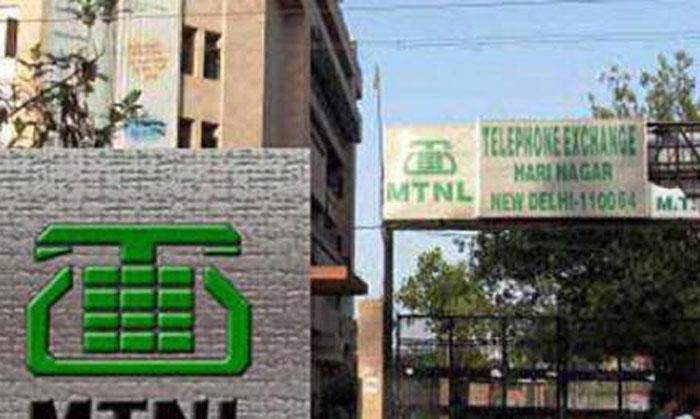 MTNL पर BSNL से ज़्यादा कर्ज़ है. BSNL पर 14,000 हज़ार करोड़ कर्ज़ है, MTNL पर 20,000 करोड़.