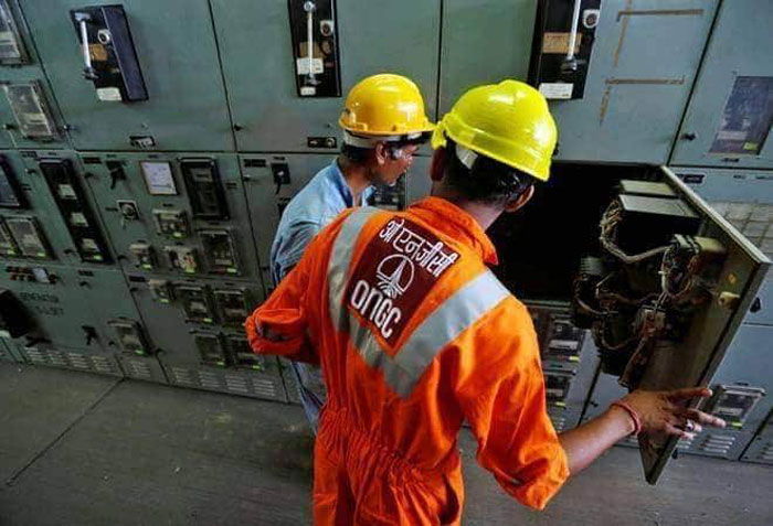 ONGC बैंकएंड पर काम करती थी. हिंदुस्तान पेट्रोलियम को ख़रीदकर ONGC पेट्रोलियम रिटेल में भी आ गया है.