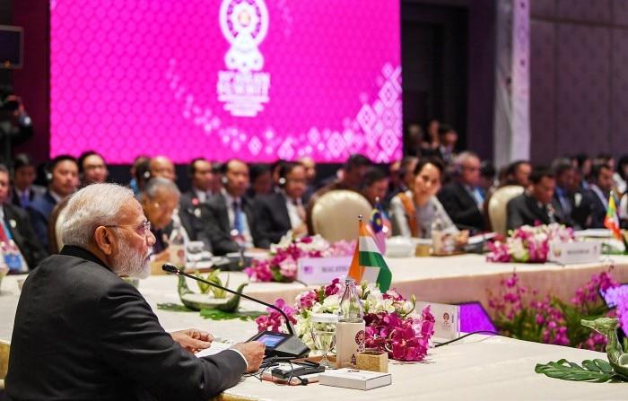 16वें आसियान-इंडिया सम्मिट में प्रधानमंत्री मोदी.