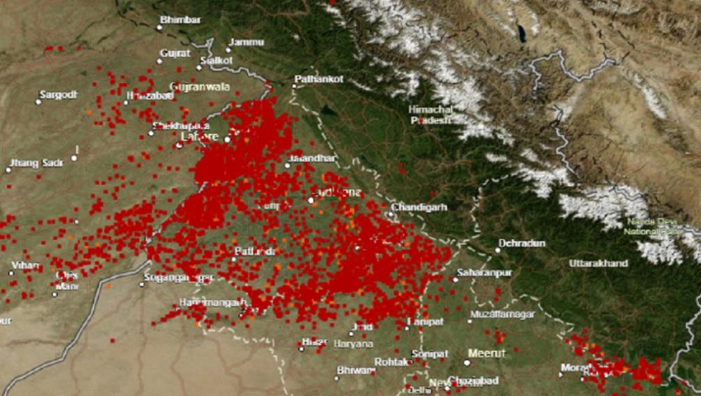 ये दिवाली से दो दिन पहले की तस्वीर है हरियाणा भी लाल रंगा हुआ दिखाई दे रहा है. माने उस टाइम हरियाणा में भी पराली जलाई जा रही थी