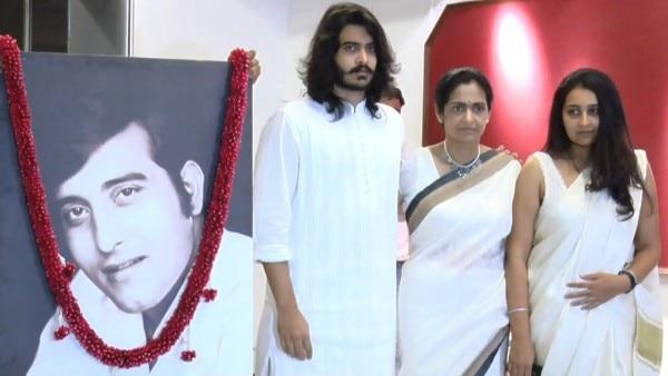 विनोद खन्ना की मौत के बाद मां और बहन के साथ साक्षी.