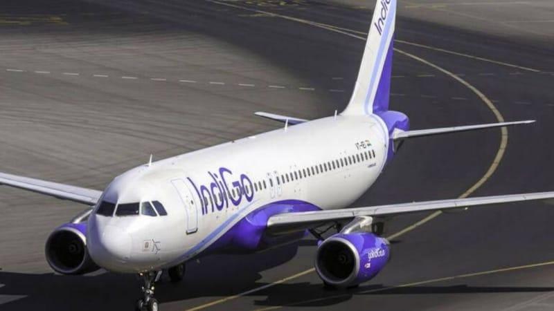 पुणे से दिल्ली आ रही फ्लाइट में पायलट से प्लेन लैंड नहीं हुआ, पैसेंजर ने कराया