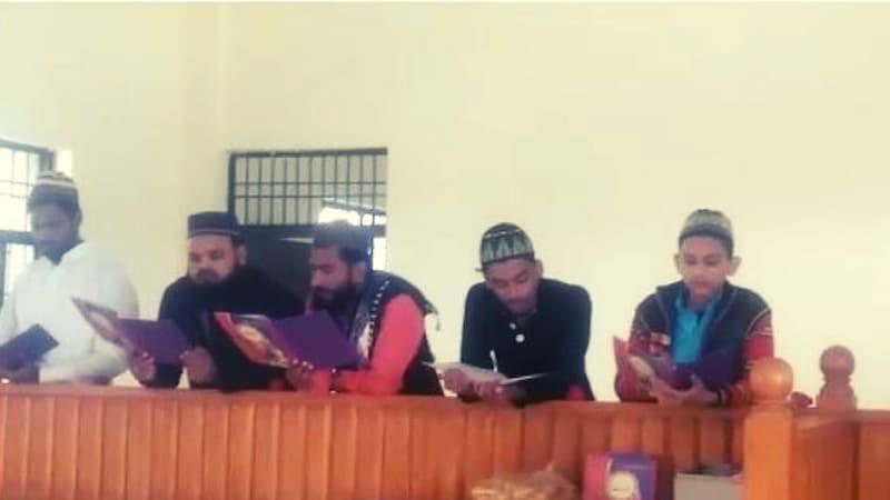 पहले कब्रिस्तान से आई निगेटिव एनर्जी ख़त्म करने कोर्ट में कुरान पाठ हुआ, अब क्लर्क सस्पेंड हुआ