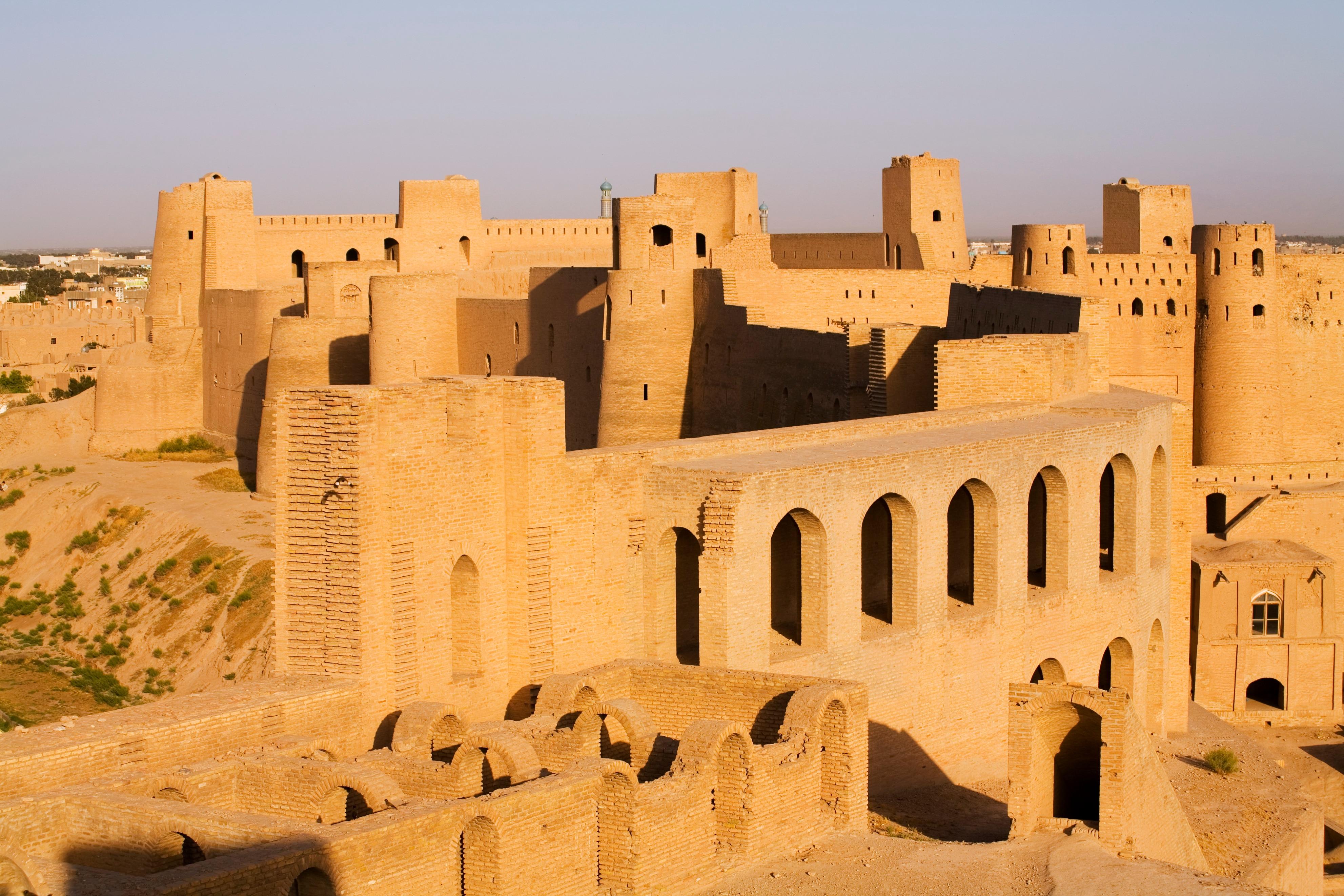 इस तरह के हेवीली गार्डेड महल को सिटाडेल कहते हैं. ये अफगानिस्तान का हेरात सिटाडेल है.