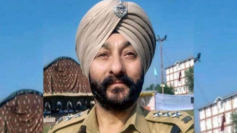 पूर्व DSP दविंदर सिंह को हिज्बुल से लगातार 'तय सैलरी' मिल रही थी!