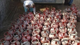 डेढ़ सौ रुपए तक महंगा हुआ सिलेंडर, छह महीने में छठी बार दाम बढ़े