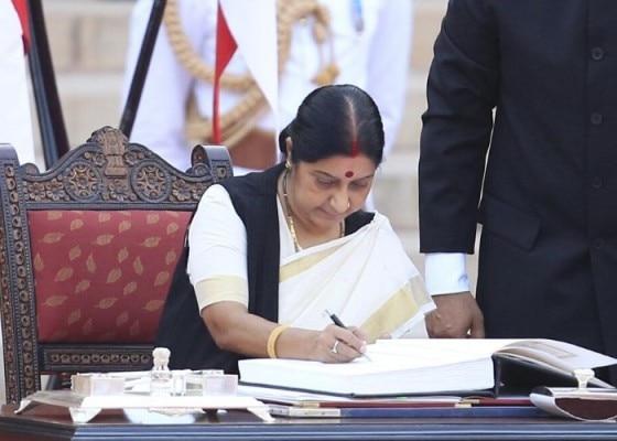 2014 में नरेंद्र मोदी के नेतृत्व में सरकार बनने के बाद सुषमा स्वराज विदेश मंत्री बनीं.