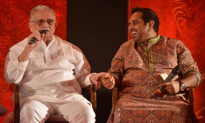'मिर्ज़िया' के म्यूज़िक लॉन्च के दौरान, एल्बम के गीतकार, गुलज़ार और संगीतकार शंकर महादेवन.