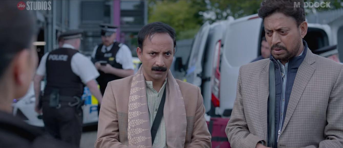 फिल्म के एक सीन में चंपक अपने भाई गोपी के साथ.