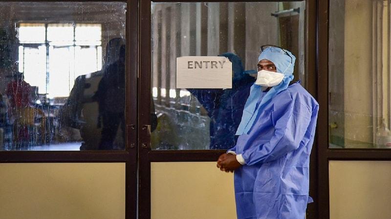 झारखंड: कोरोना के आइसोलेशन वॉर्ड में ड्यूटी लगी, डॉक्टर पति-पत्नी ने इस्तीफा दे दिया
