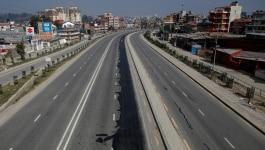 नेपाल में कोरोना लॉकडाउन तोड़ने वालों को जबर चोट दी जा रही है