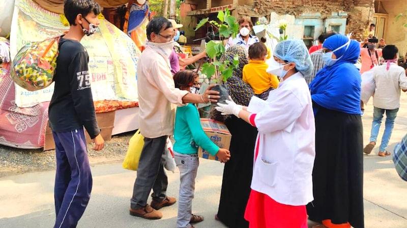 इंदौर में जिन डॉक्टर्स पर पत्थर फेंके गए थे, उन्होंने हमालावरों से गज़ब का बदला लिया!