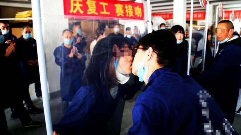 चीन में फैक्ट्रियां दोबारा खुलीं, तो एक ने ऐसा कम्पिटीशन करवा दिया कि देखने वालों की भीड़ लग गई