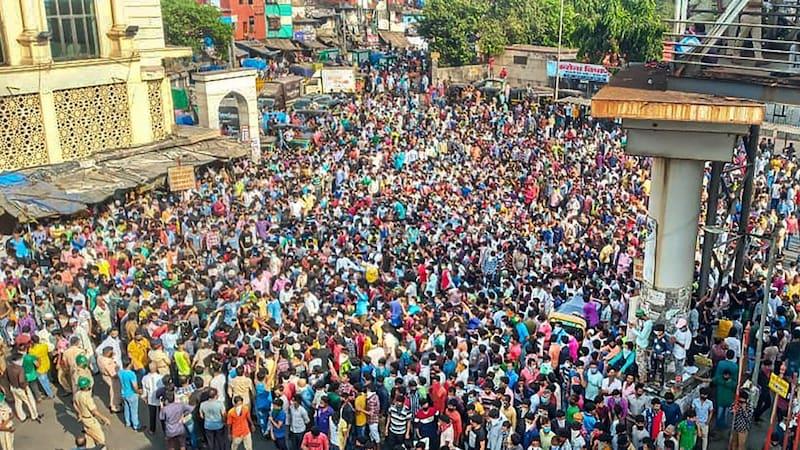 झोला नहीं, महिलाएं नहीं! मस्जिद या मजदूर आंदोलन? बांद्रा में किसे भीड़ का कारण बता रहे लोग?