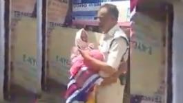 ये महिला पुलिस अफसर से लिपटकर रो क्यों पड़ी?