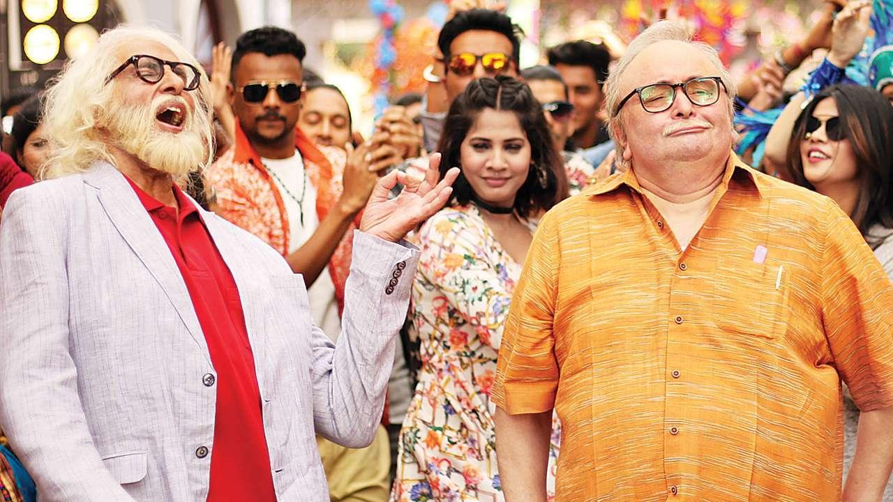 उमेश शुक्ला डायरेक्टेड फिल्म '102 नॉट आउट' में ऋषि कपूर ने अमिताभ बच्चन के बेटे का रोल किया था.