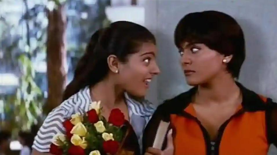 'दुश्मन' काजोल के करियर की पहली डबल रोल वाली फिल्म थी. इसमें उन्होंने सोनिया और नैना नाम की बहनों का रोल किया था.