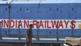 रेलवे की नौकरी के भरोसे न बैठें, रेलवे की जेबें खाली हैं!