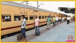 लॉकडाउन में फंसे हैं, श्रमिक ट्रेन से घर जाना चाहते हैं तो क्या करना होगा? जानिए