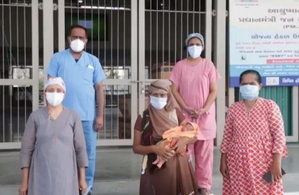 सोला सिविल हॉस्पिटल के डॉक्टर्स की टीम ने जी जान लगाकर सर्जरी की.