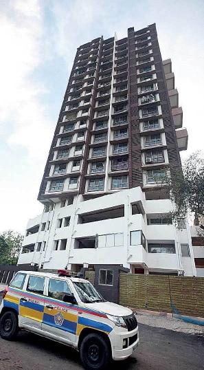 मलाड वेस्ट की वो बिल्डिंग जिससे गिरकर दिशा की मौत हुई. (तस्वीर- मुंबई मिरर).