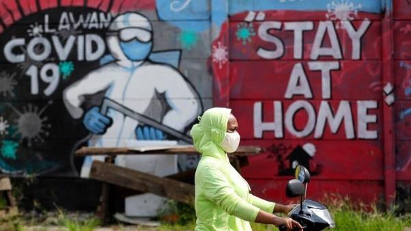कोरोना संक्रमण को फैलने से रोकने के लिए लोगों से घरों में ही रहने को कहा गया था. इसके लिए कई देशों ने सख्त लॉकडाउन भी किया. (Photo: AP)